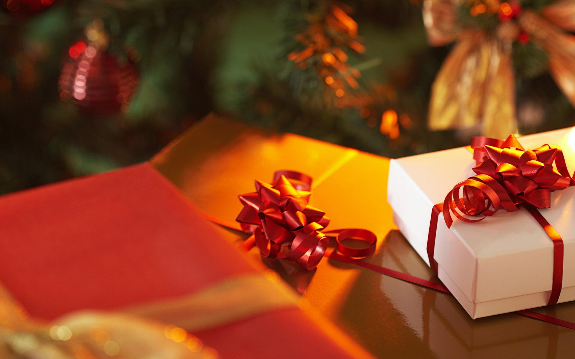 High Street Gent - Christmas Presents under Christmas Tree